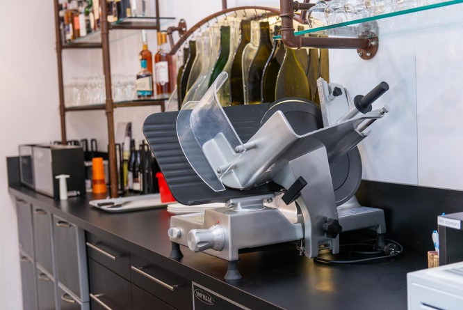installation-bar-a-vins-restaurant-isere (2).jpg